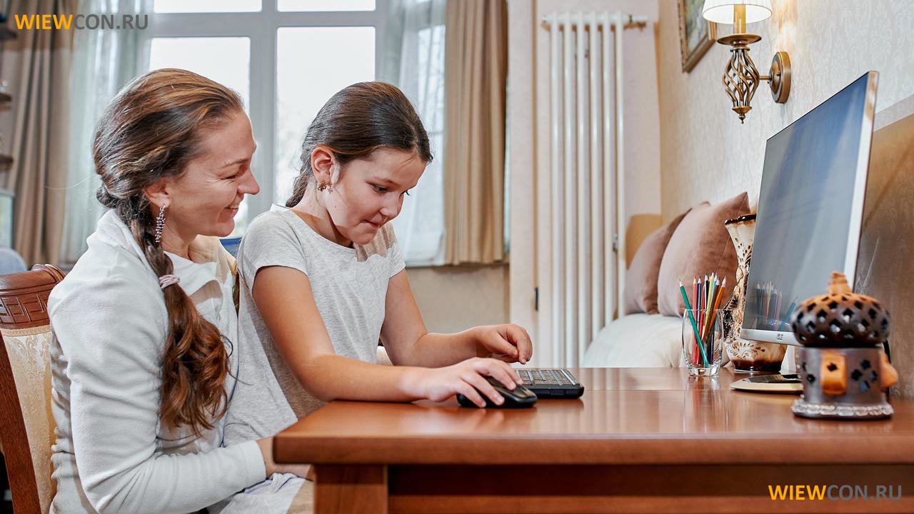 Участие взрослых в детских играх также играет роль.